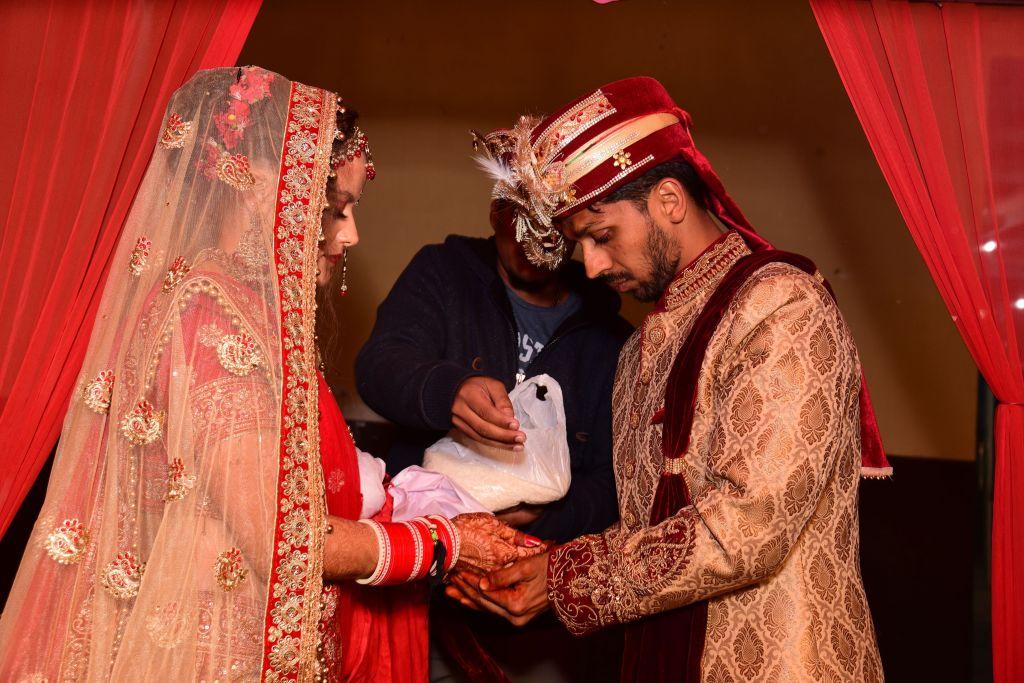 235c1bc58a Ez volt az esküvő legutolsó eseménye, a végső és legfontosabb rituálé, ami  a mi esetünkben három órás ceremónia volt, konkrétan hajnali 2 és 5 között.